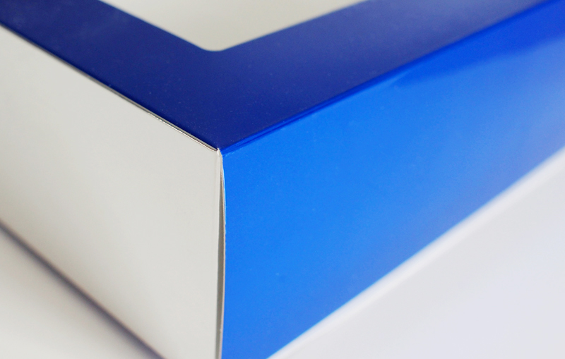 表面加工でワンランク上のパッケージに!化粧箱における表面加工の注意点とは?